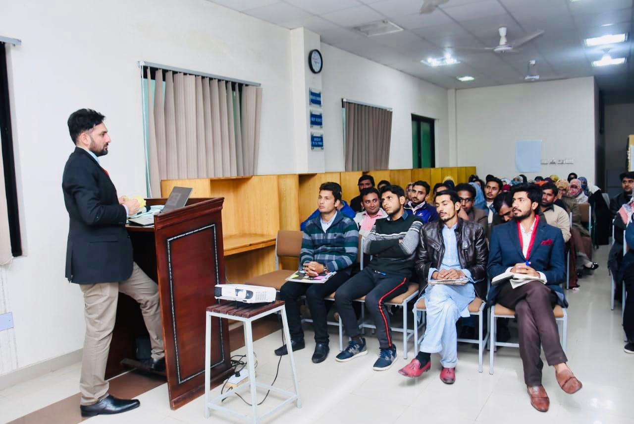 "Department of English's Workshop on ""Social Media Management"""